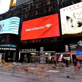 Pantalla Publicitaria LED de la sede de Bank of America en New York. Ejemplo de digital Signage LED para exteriores