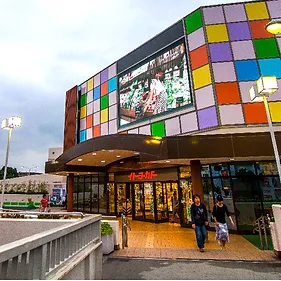 Pantalla Publicitaria LED Kanagawa en Japón. Ejemplo de digital Signage LED para exteriores